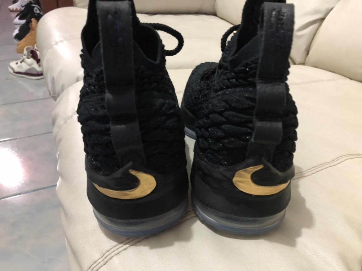 ee57c47eb60 tenis nike air lebron james 15 black gold del 25mx 7y. Cargando zoom.