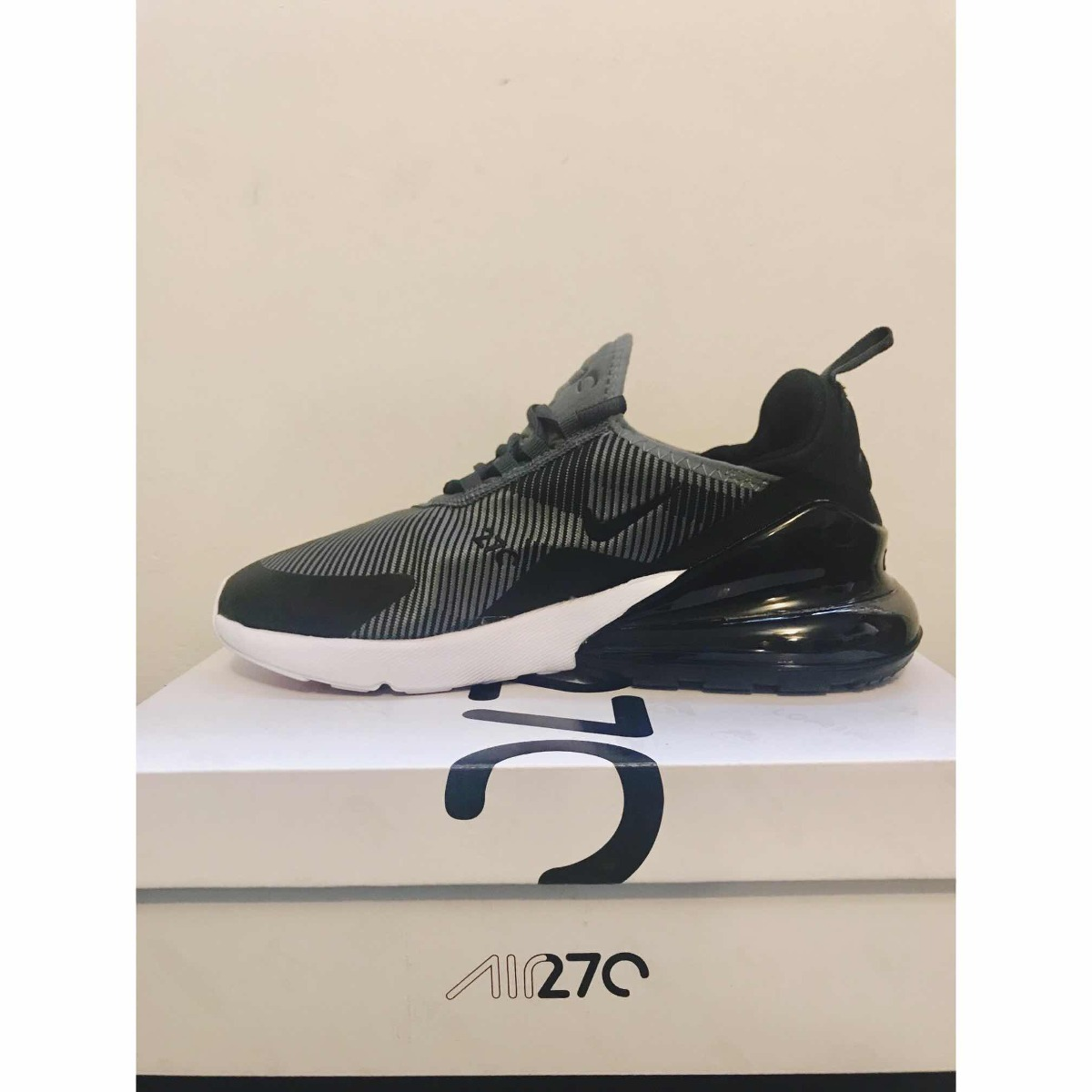 a2842ccbb2c Tenis Nike Air Max 270 Negro Con Gris Para Caballero -   1