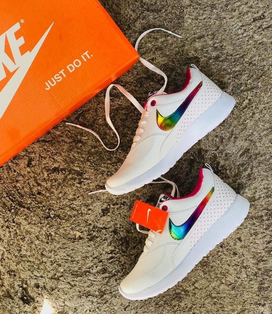zapatos nike blancos
