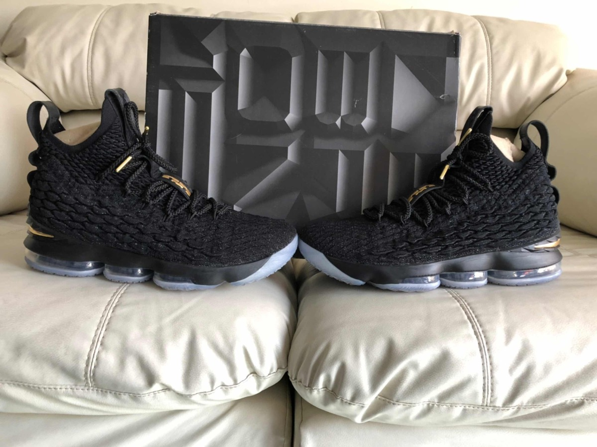 67940ff127e tenis nike lebron james 15 black gold del 27.5mx. Cargando zoom.