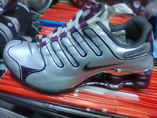 40bcee9b0b2 ... where can i buy tenis nike shox nz prata e vinho n35 original na caixa  88aa7