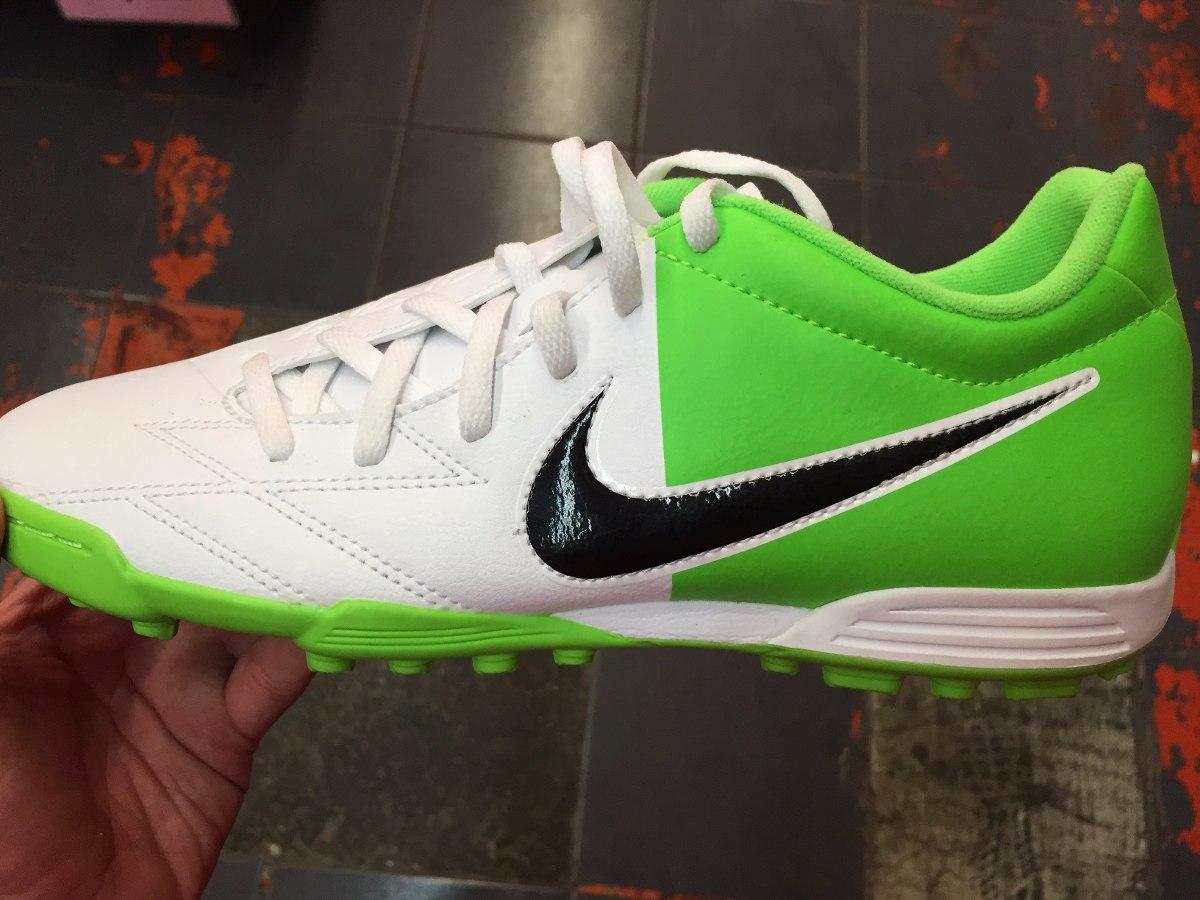 tenis nike verdes con blanco