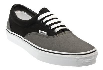 vans grises con negro