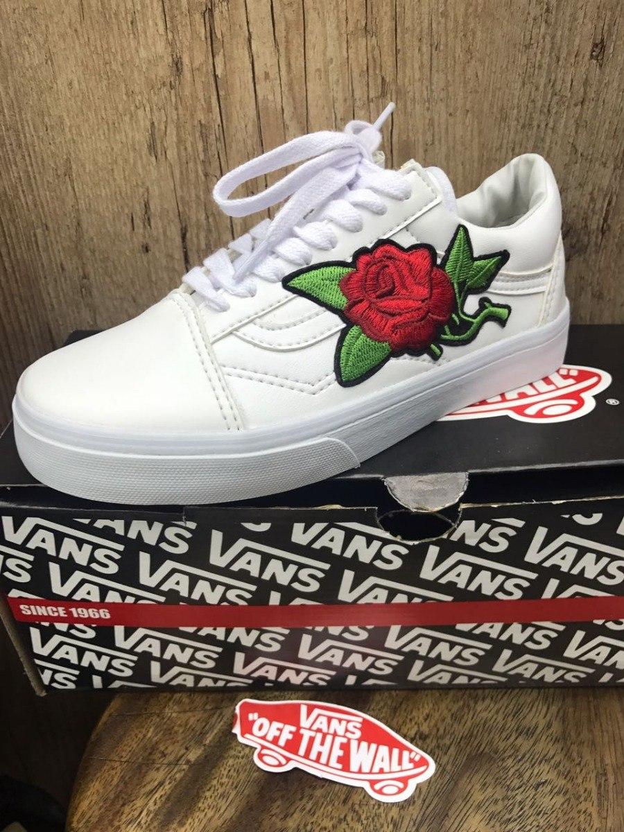 vans old skool negras con rosas
