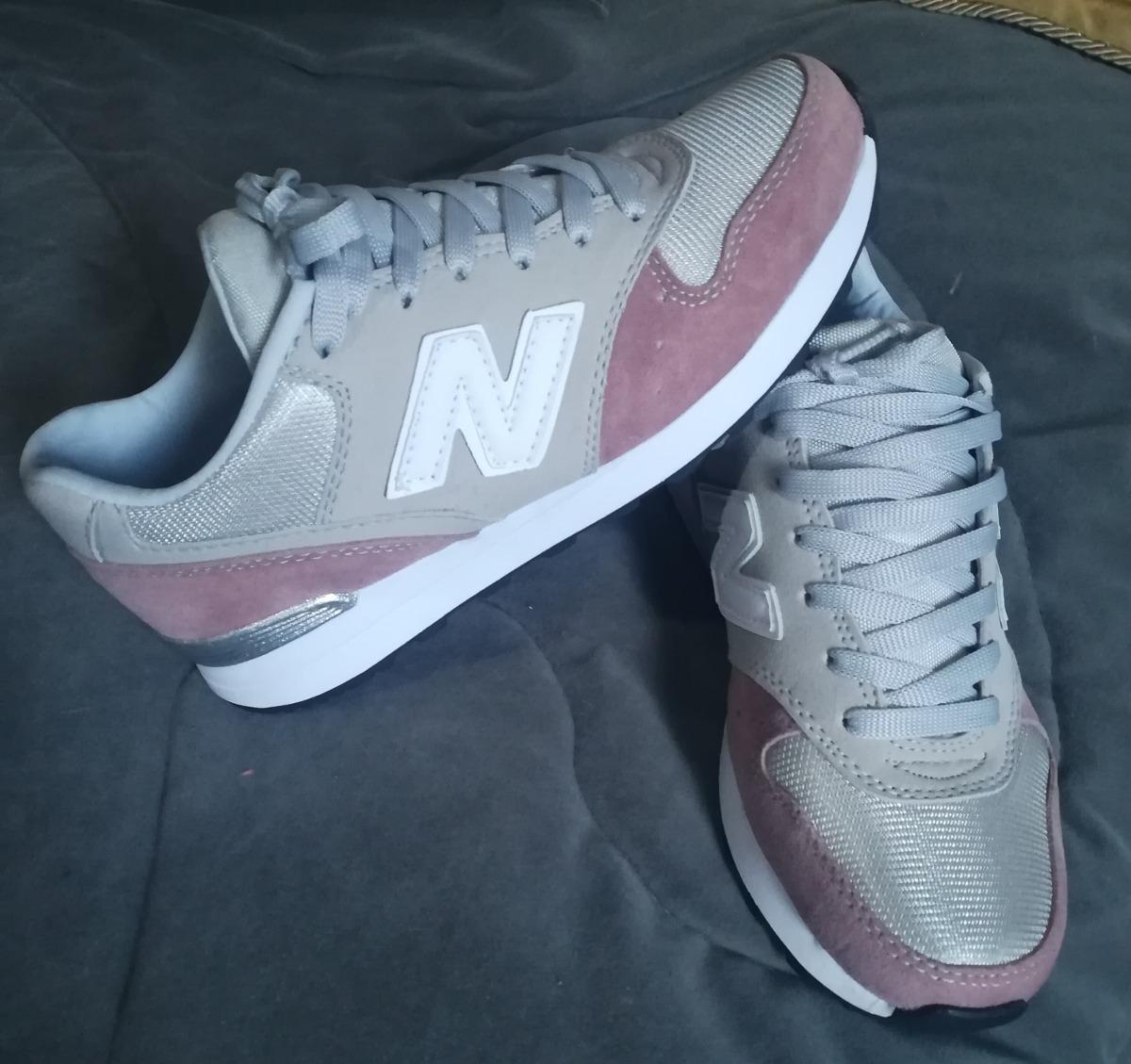 tenis new balance gris con rosa