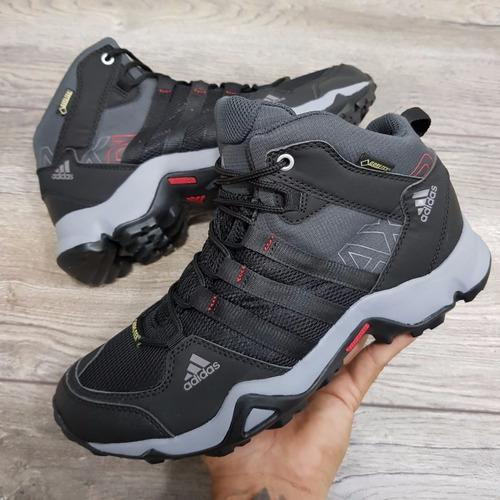 zapatillas adidas en bota para hombre