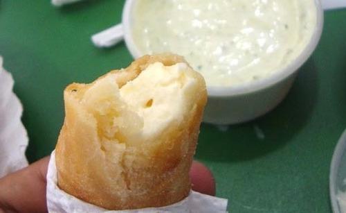 tequeños o palitos de queso para picadas, merienda, catering