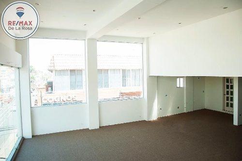 tercer nivel en edificio céntrico en renta