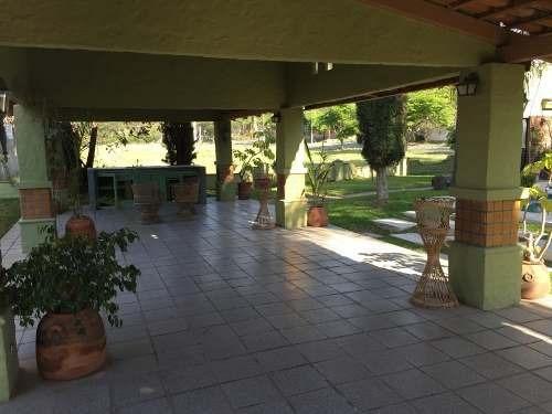 terraza con alberca en lomas de santa anita