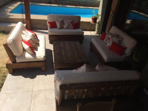 terraza de pallets palet cuatro sillones más mesa de centro