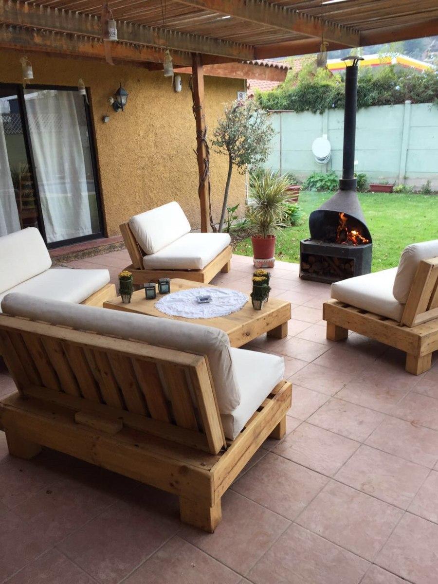 Terraza de pallets palet cuatro sillones m s mesa de for Muebles para terraza jardin