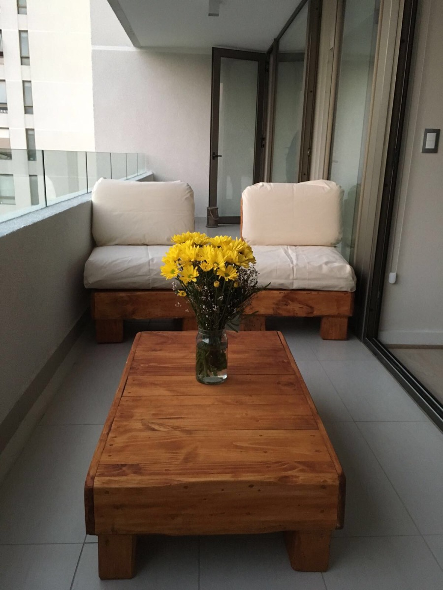 Terraza para departamento de pallets reciclados dos for Sillones de plastico para terrazas