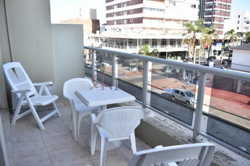terraza y bien ubicado- ref: 111165