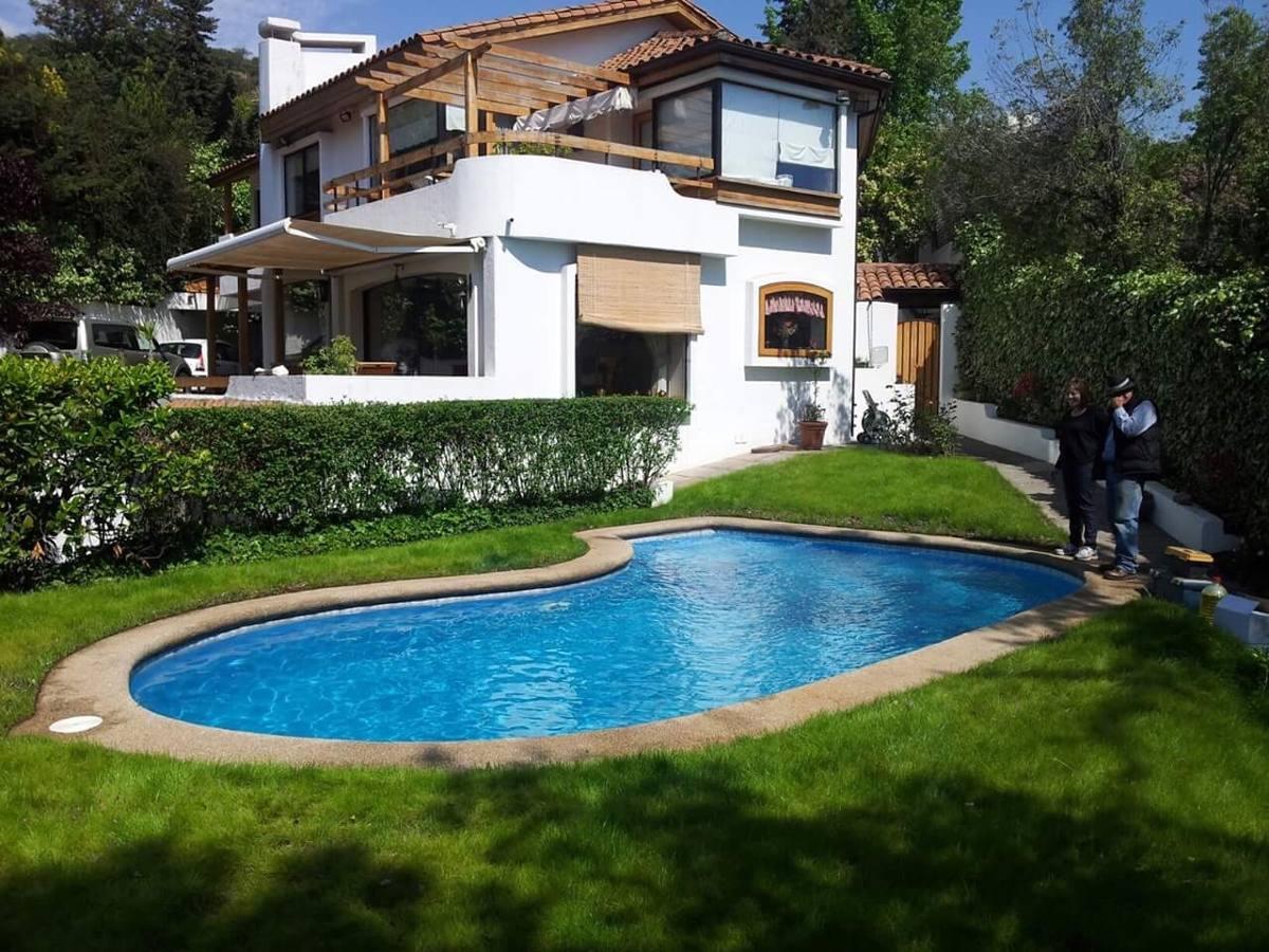 Terrazas de piscinas great pavimentos exteriores de for Pergolas para piscinas