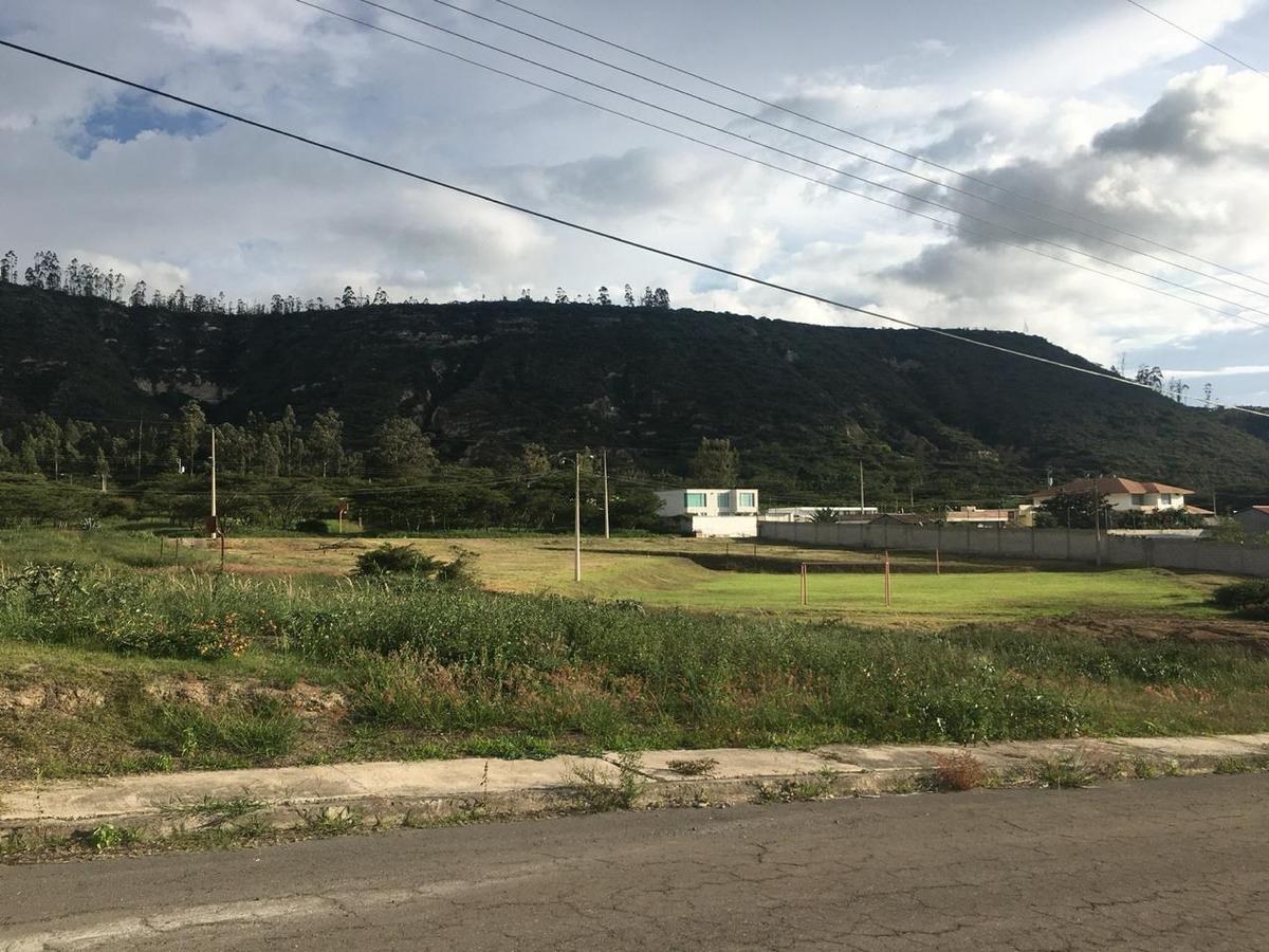terreno 810m2 en conjunto residencial en guayllabamba
