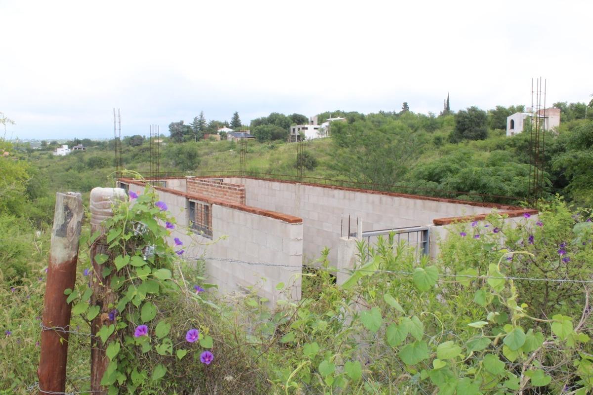 terreno a la venta con mejoras en el barrio el balcón del mallin, mirador del lago. bialet massé. (l38)