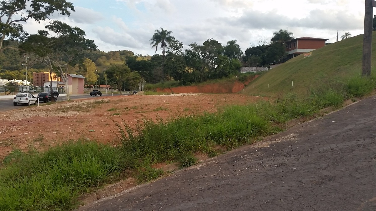 terreno a venda no bairro laguinho - lindoia/sp