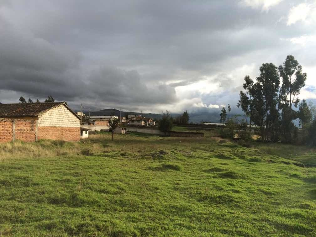 terreno amplio en cayambe, juan montalvo