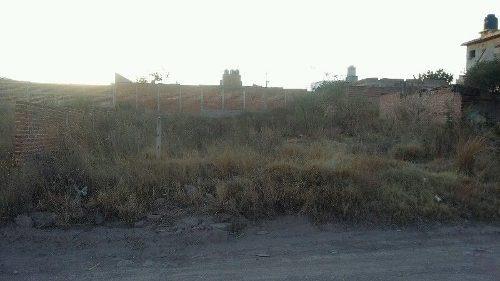 terreno atras del auditorio de la yerbabuena