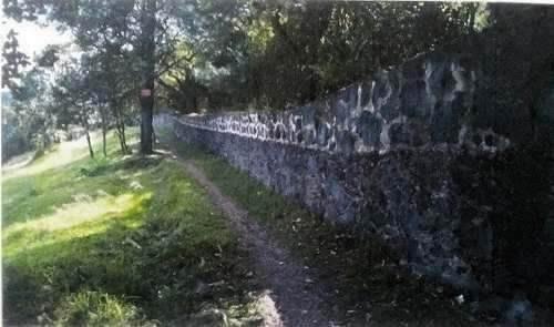 terreno bardeado con piedra, construye la casa de tus sueños