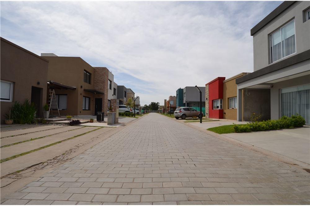 terreno central venta en villa udaondo / ituzaingo