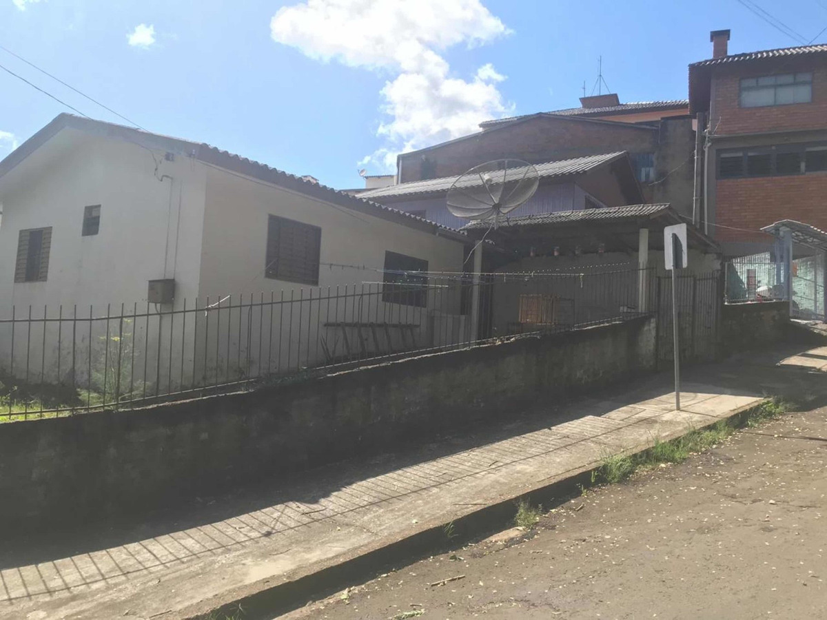 terreno com 02 casas