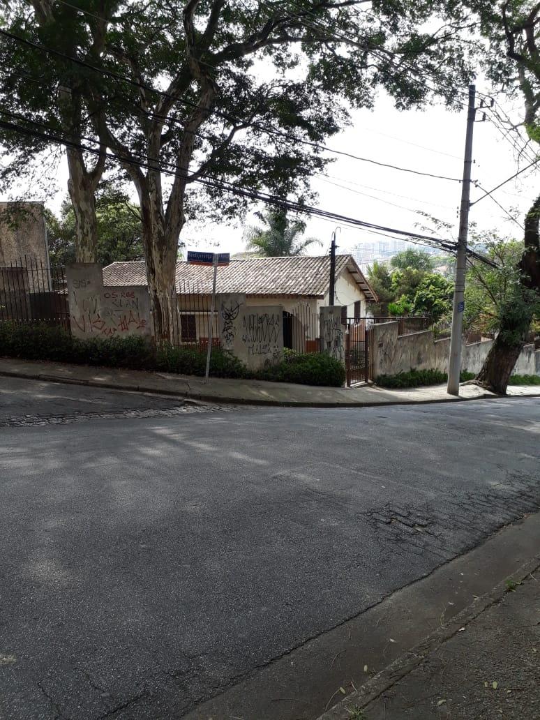 terreno com 1600 m² .casa velha no local.. ac/telma 1567