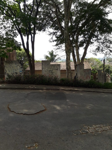 terreno com 1600 m² .casa velha no local.. ac/telma 1567
