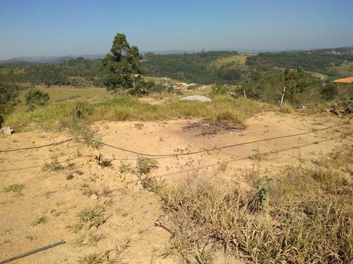 terreno com área total de 2.000 metros quadrados.