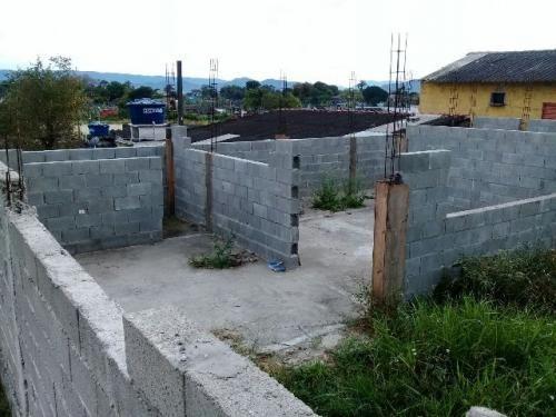 terreno com construção iniciada, em itanhaem.