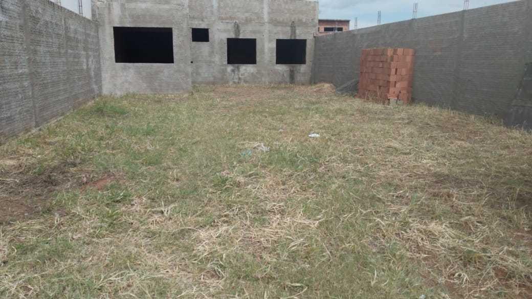 terreno com edícula construída para fase de acabamento