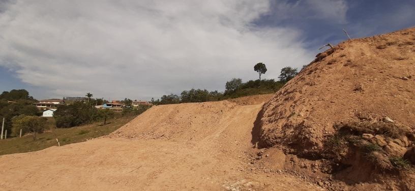 terreno com terra planagem ótima localização