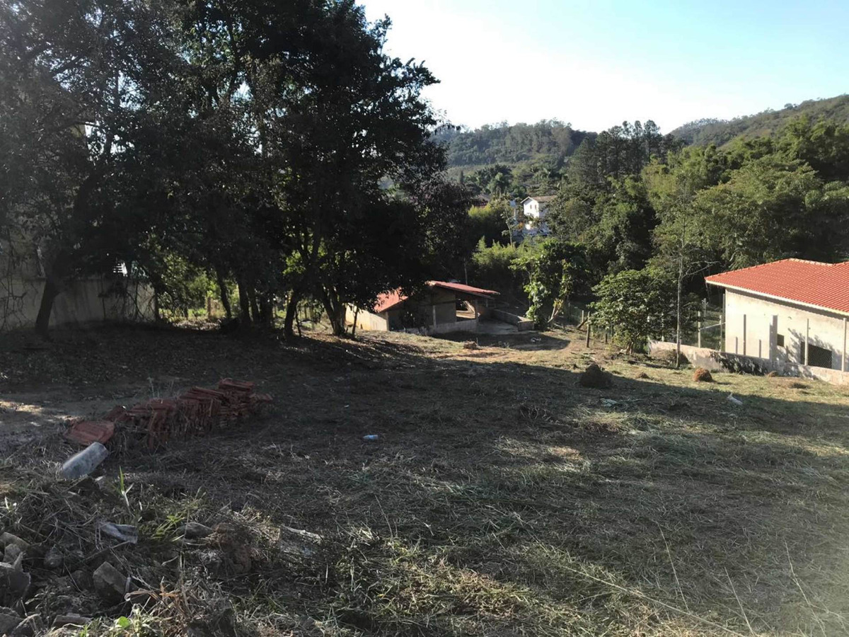 terreno com uma casa construída de 110m2 beira rio.