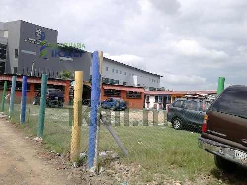terreno comercial de 242 m² ubicado en la colonia salvador allende en poza rica veracruz, se encuentra ubicado en av. papantla de la colonia salvador allende a un costado del oxxo y en frente del nue