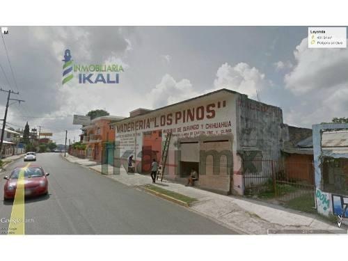 terreno comercial en el centro de naranjos veracruz, cuenta con 23.62 metros de frente a la calle justo sierra se encuentra a un costado de la agencia de automóviles nissan, con un área de 401.54 m²