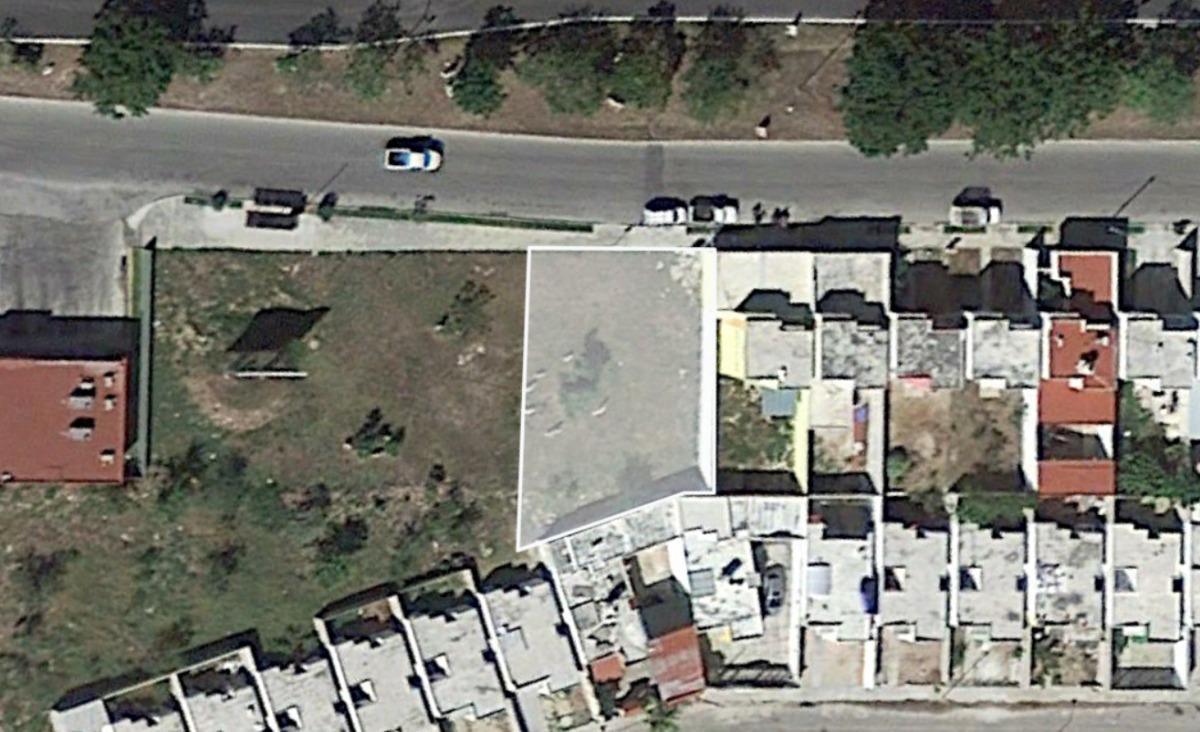 terreno comercial en paseos de opichén sobre avenida principal