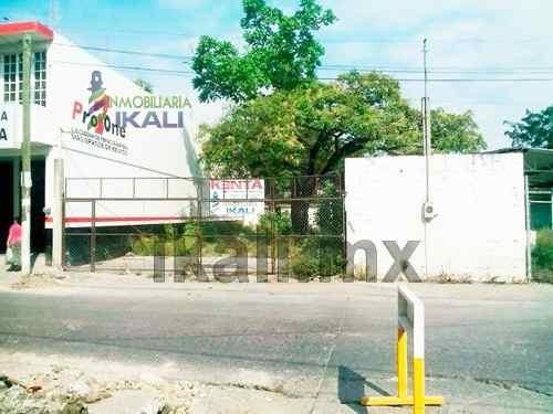 terreno comercial en renta. ubicado en la calle 15 de septiembre de la colonia centro en el municipio de tuxpan veracruz, bajando el puente principal. cerca de transito municipal, cuenta con 430 m²,
