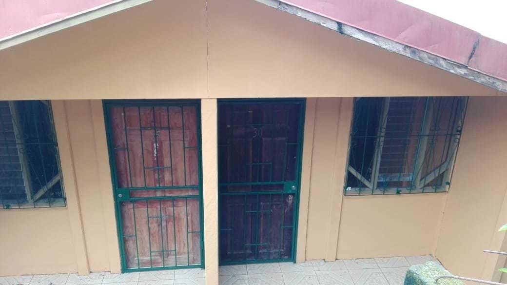 terreno con 2 apartamentos