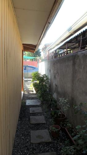 terreno con 2 casas pre-fabricadas