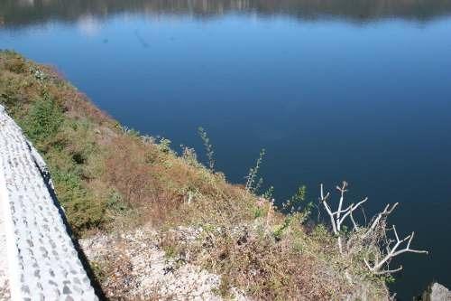 terreno con agradable vista al lago