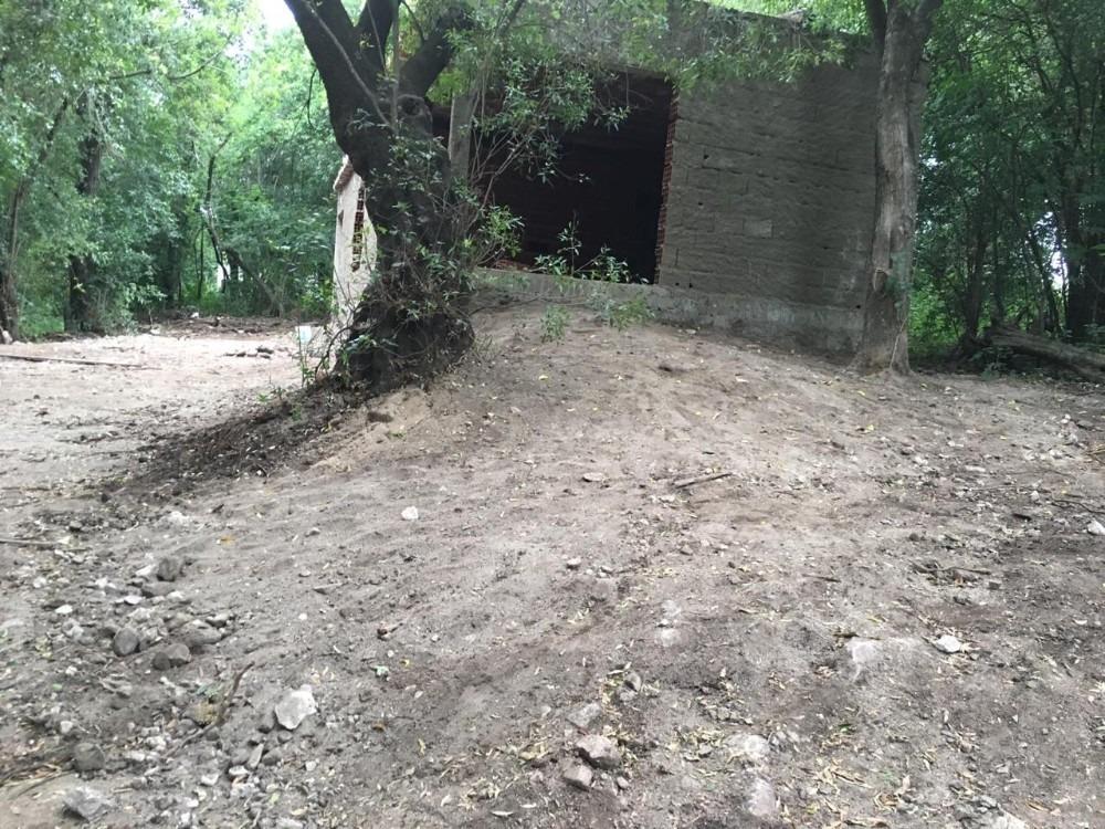 terreno con casa a medio construir en río ceballos