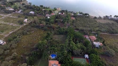 terreno con casa de campo, hermosa vista a la laguna