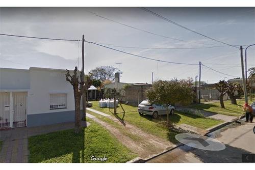terreno con casa en venta en la plata.