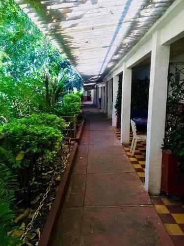 terreno con construccion de hotel en cuernavaca