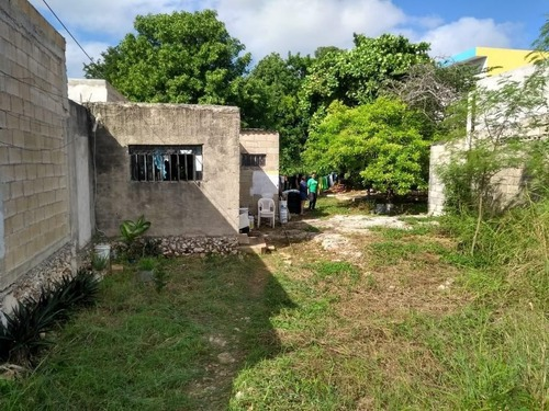 terreno con construcción en cinco colonias en venta