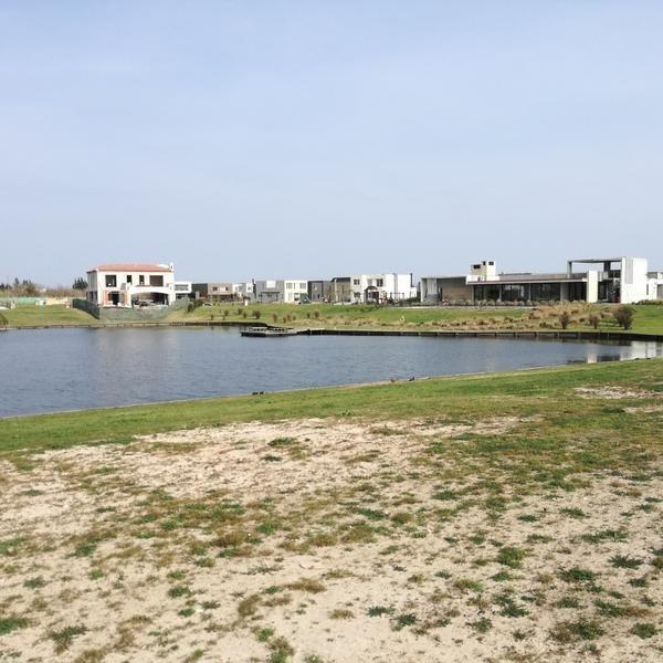 terreno con costa de laguna en venta - barrio los castaños, nordelta