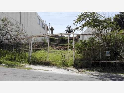terreno con dos frentes, acceso en calle principal