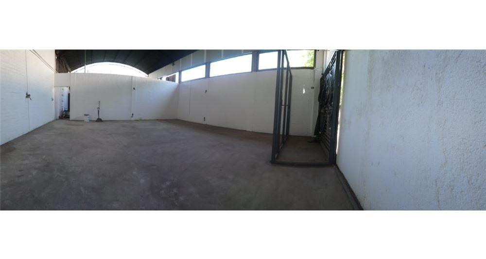 terreno con salón/deposito en centro de godoy gruz
