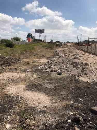 terreno con uso de suelo industrial a pie de carretera