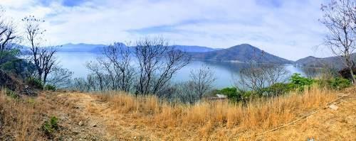 terreno con vista al lago.